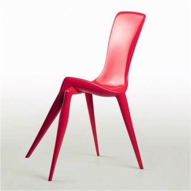 08307ef8b6b8 Ezzel a székkel nagyon stílusosan lehet ülni. Akkor is, ha nem ül benne  senki. Azt hiszem, erre mondják, hogy önmagában is szép.